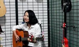 美女 吉他弹唱《滴答》
