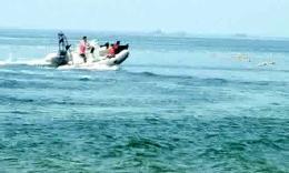 5.2米玻璃钢快艇海中做潜水准备