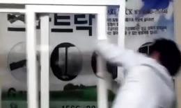 韩国商家是这样推销他们安全锁的。。。好累!