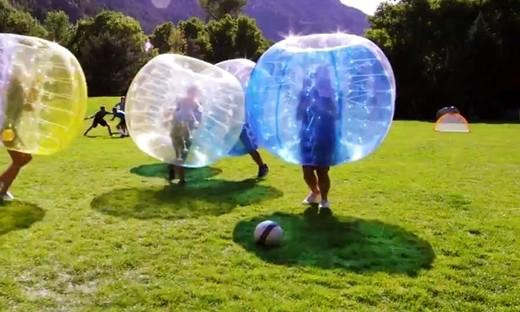 气泡足球!好欢乐的运动!