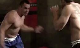 【武打功夫】肌肉男格斗壮汉被踢裆
