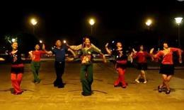 明英广场舞《草原的月亮》和068团队共同演绎留念视频
