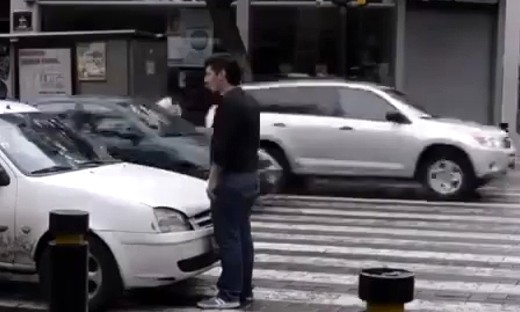 停车不要停到人行横道线上!