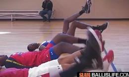 美国篮球训练营教练传授提高控球技术训练