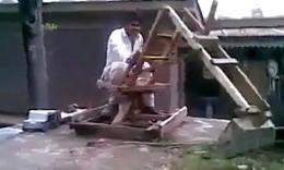 炫酷!巴基斯坦牛人制造木制神挖机
