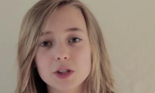 从出生到14岁,每周粑粑都会给女儿拍15秒的视频,然后合成了这一个短片