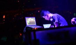 黑珍珠DJ工作室DJ罗杰2015酒吧打碟现场